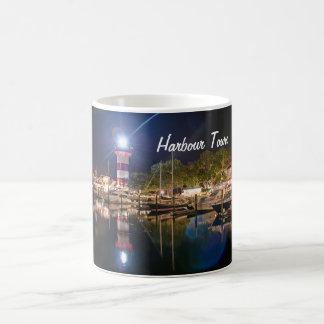 Taza de café de la ciudad del puerto de Hilton