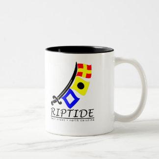 Taza de café de la corriente de resaca