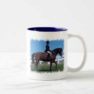 Taza de café de la demostración del caballo del