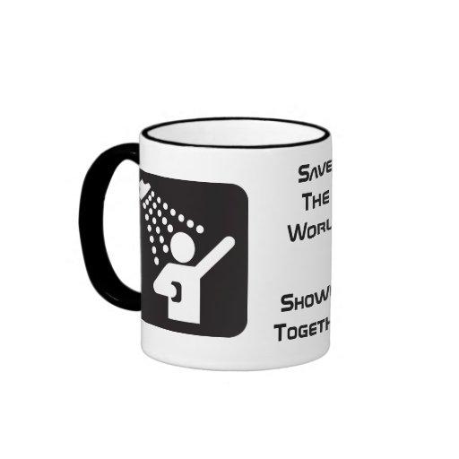 Taza de café de la ducha junto