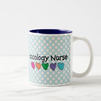 Taza de café de la enfermera de la oncología