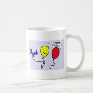 Taza de café de la enhorabuena del mascota de la