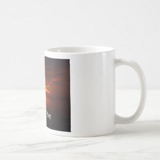 Taza de café de la foto de la puesta del sol de Mo