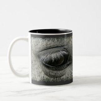 taza de café de la foto del ojo del caballo del Eq
