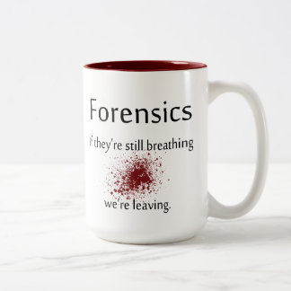 Taza de café de la medecina legal