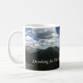 Taza de café de la montaña rocosa