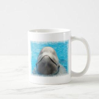 Taza de café de la mueca de la ballena de la belug