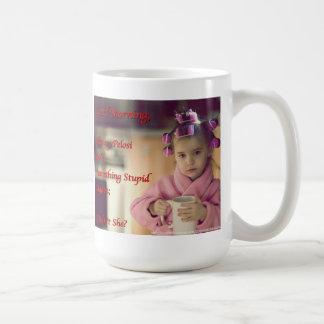 Taza de café de la niña