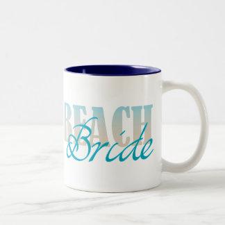 Taza de café de la novia de la playa