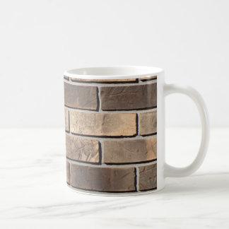 Taza de café de la pared de ladrillo