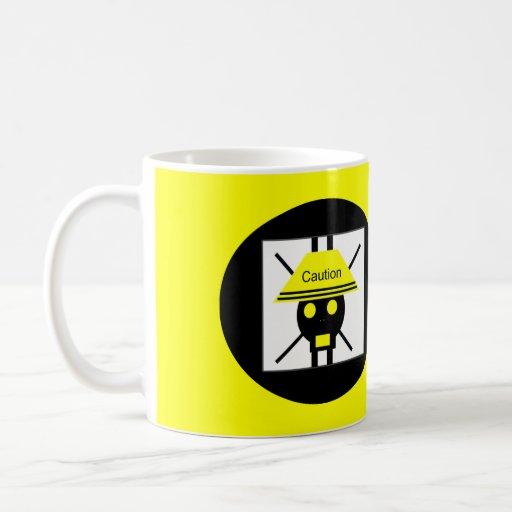 Taza de café de la precaución por SkullnSkinTM