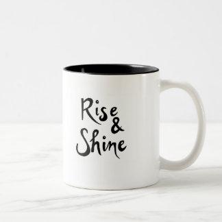 Taza de café de la subida y del brillo