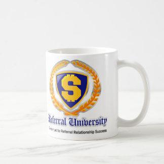 Taza de café de la universidad de la remisión