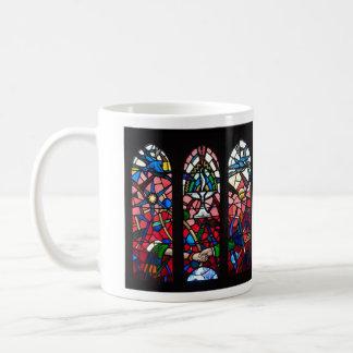 Taza de café de la ventana color de rosa