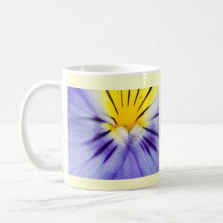 Taza de café de la violeta africana