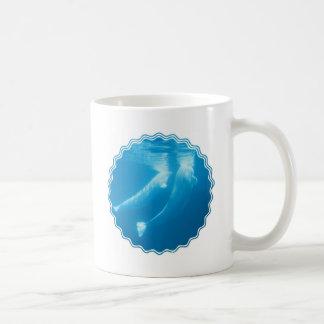 Taza de café de las ballenas de la beluga