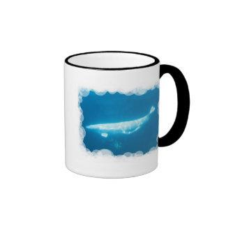 Taza de café de las ballenas de la beluga de la na