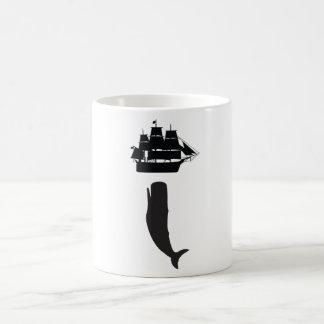 Taza de café de levantamiento de Moby Dick