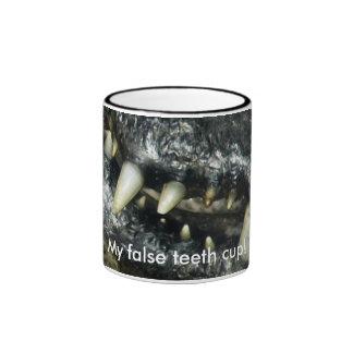 Taza de café de los dientes del caimán