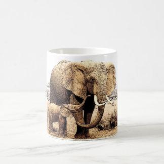 Taza de café de los elefantes de la madre y del