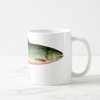 Taza de café de los pescados de la trucha de