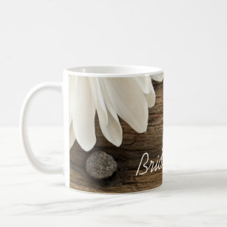 Taza de café de madera de la margarita y del boda