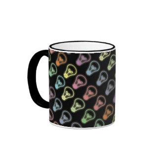 Taza de café de neón del diseño de la bombilla