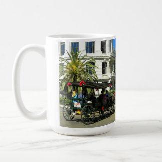 Taza de café de New Orleans del paseo de Carraige