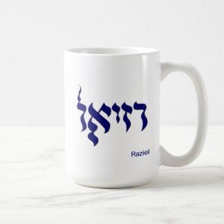 Taza de café de Raziel en hebreo