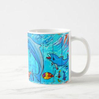 taza de café de risa de los delfínes