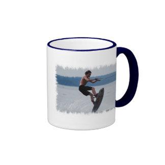 Taza de café de salto del Wakeboarder