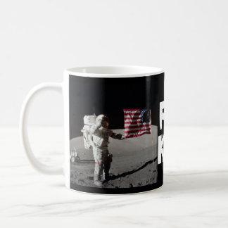 Taza de café del alunizaje de los encargados de