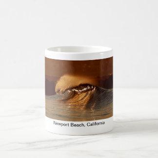 Taza de café del barril de la salida del sol (play