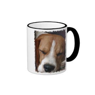 Taza de café del beagle el dormir