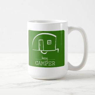 Taza de café del campista contento