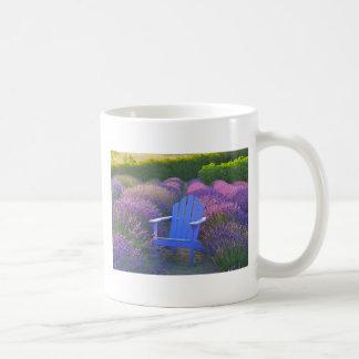 Taza de café del campo de la lavanda