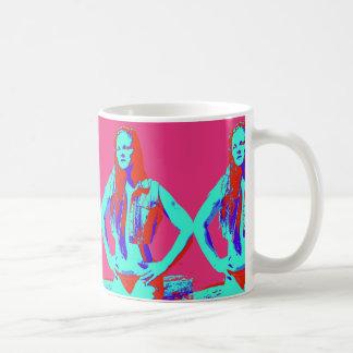 taza de café del chica del bikini del redhead
