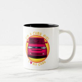 Taza de café del chica del cubo