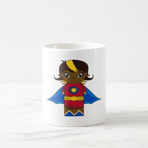 Taza de café del chica del super héroe