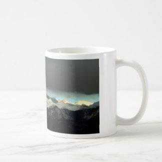 Taza de café del clima tempestuoso