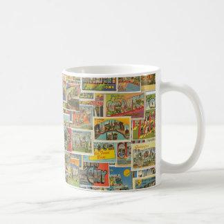 Taza de café del collage de las postales del viaje