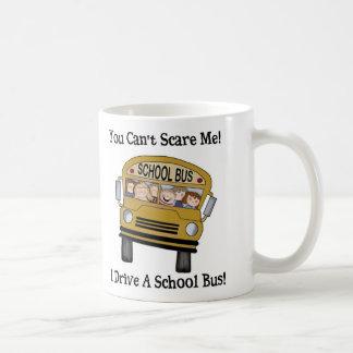 Taza de café del conductor del autobús escolar