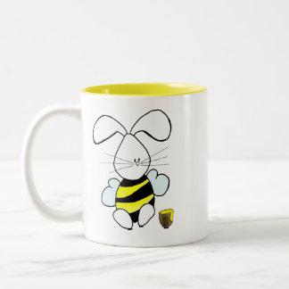 Taza de café del conejito de la miel
