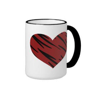 Taza de café del corazón del estampado de animales