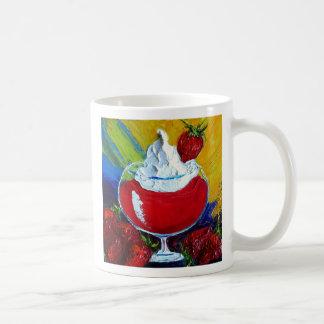 Taza de café del daiquirí de fresa