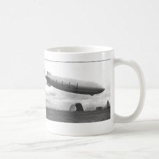 Taza de café del DIRIGIBLE de USS MACON de la MARI