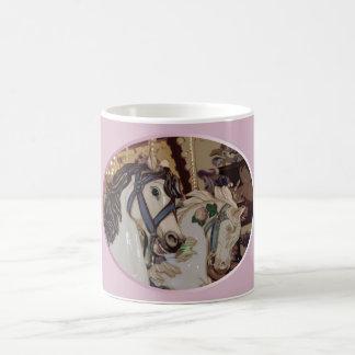 Taza de café del diseño de los caballos del