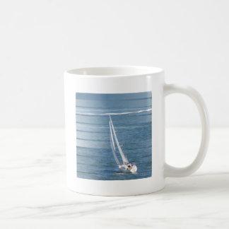 Taza de café del diseño del viento de la navegació