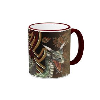 Taza de café del dragón verde de la fantasía