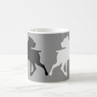 Taza de café del dúo de la silueta del boxeador